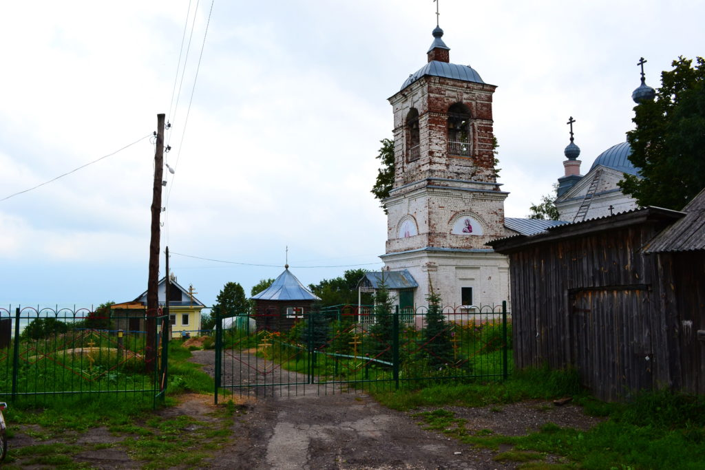 село Красный оселок. Лысковскй район.Церковь