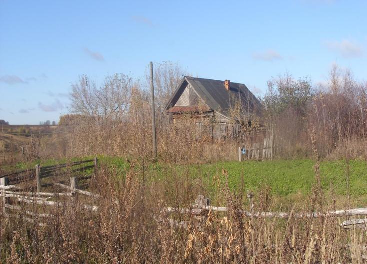 Одно из зданий прежней школы - Бланковая школа.Свое название получила по фамилии учительницы Бланковой,преподававшей в селе в 30-х - начале 40-х годов прошлого века.