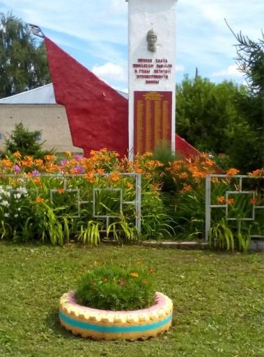 Памятник в селе Русское Маклаково.