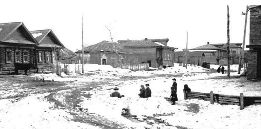 Запруда около сельского дома культуры. Село Красный Ватрас 1960 годы.