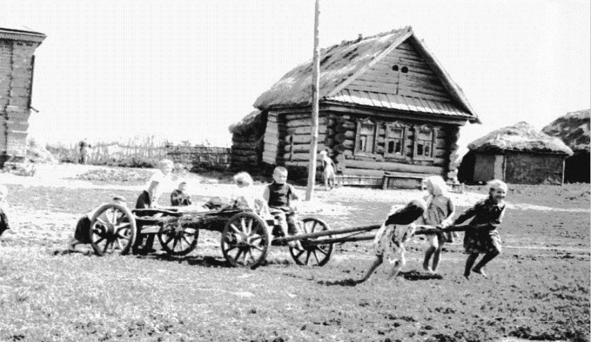 Игры детей 1960 год. В селе Красный Ватрас.